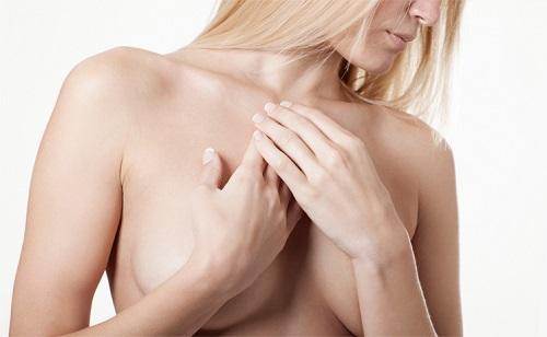 Lipofilling seins avantages inconvénients